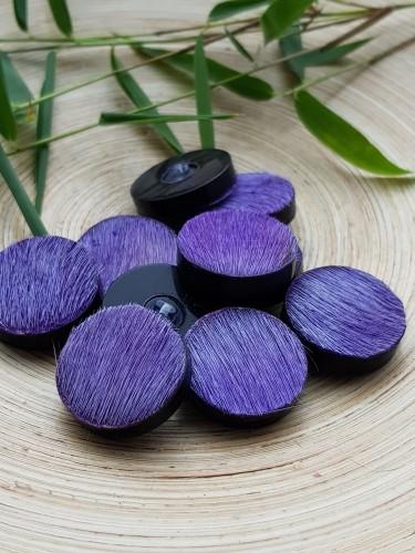 Hornknopf mit Ziegenfell in Purple / Lila