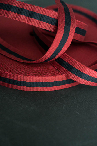 Merchant and Mills: Claremont Red Navy 40mm Gurtband